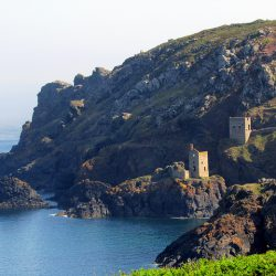 Poldark Tours - Image Copyright 'Reading Tom'  - https://www.flickr.com/photos/16801915@N06/